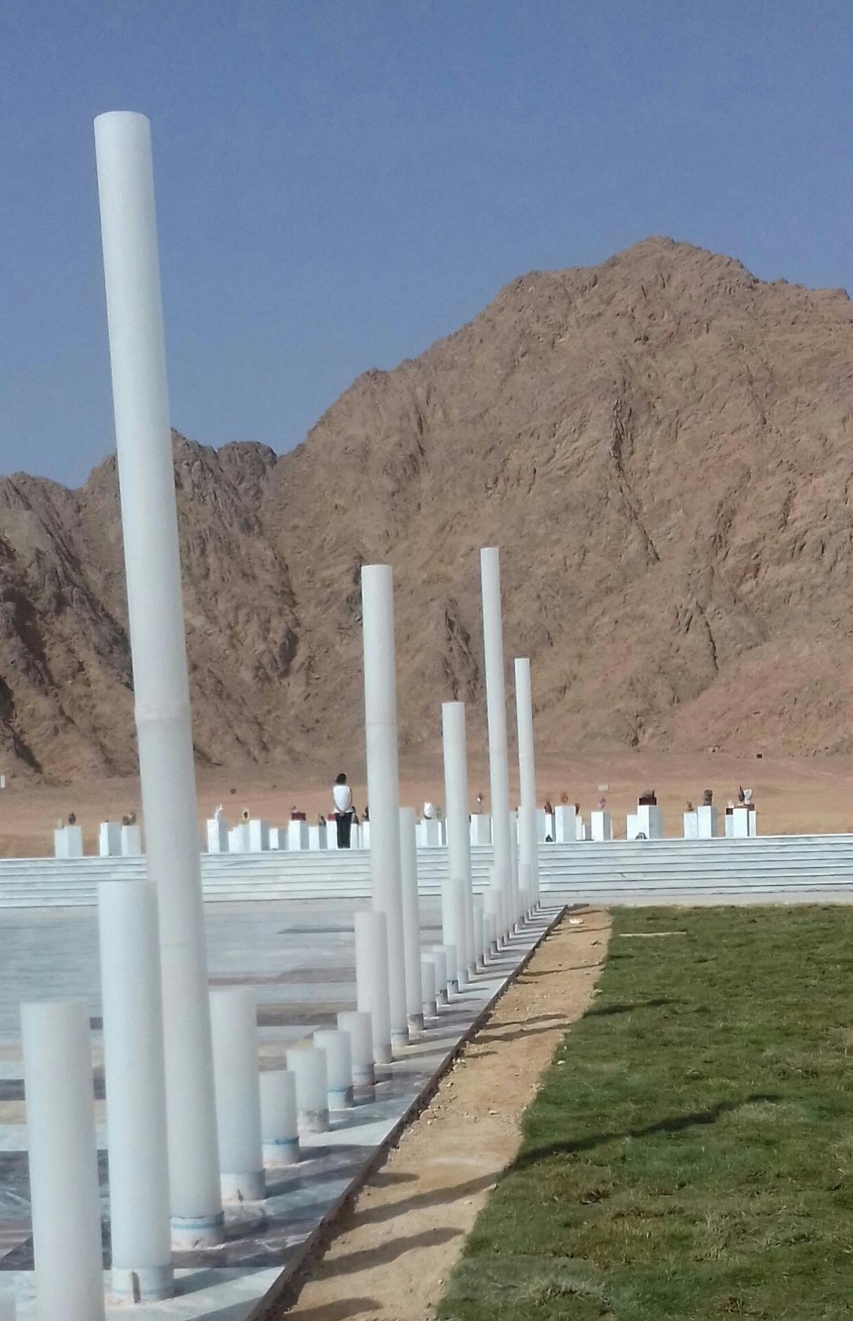 les colonnes dont les hauteurs indiquent le nombre de morts dans chaque pays en guerre