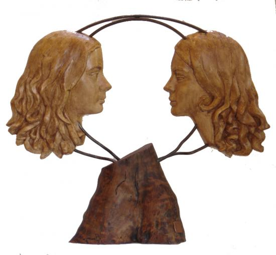 Amélie & Emma, plâtre patiné sur bois, commande privée