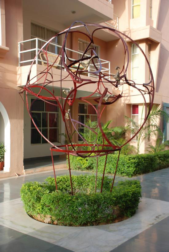 La conférence des oiseaux selon Attar, fer et bronzes, 4mx3m