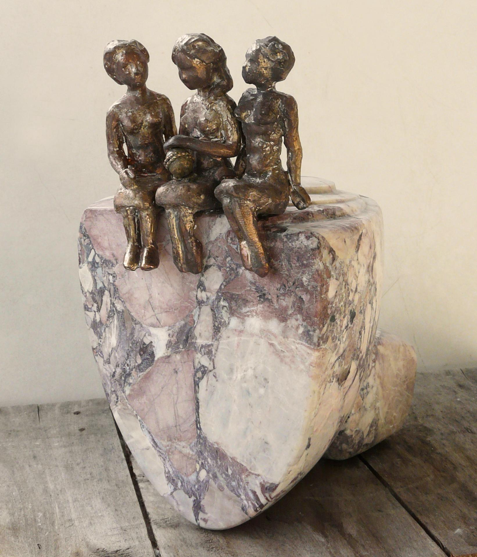 Les porteurs de rêves 4, culbuto, marbre de St Lary et bronze