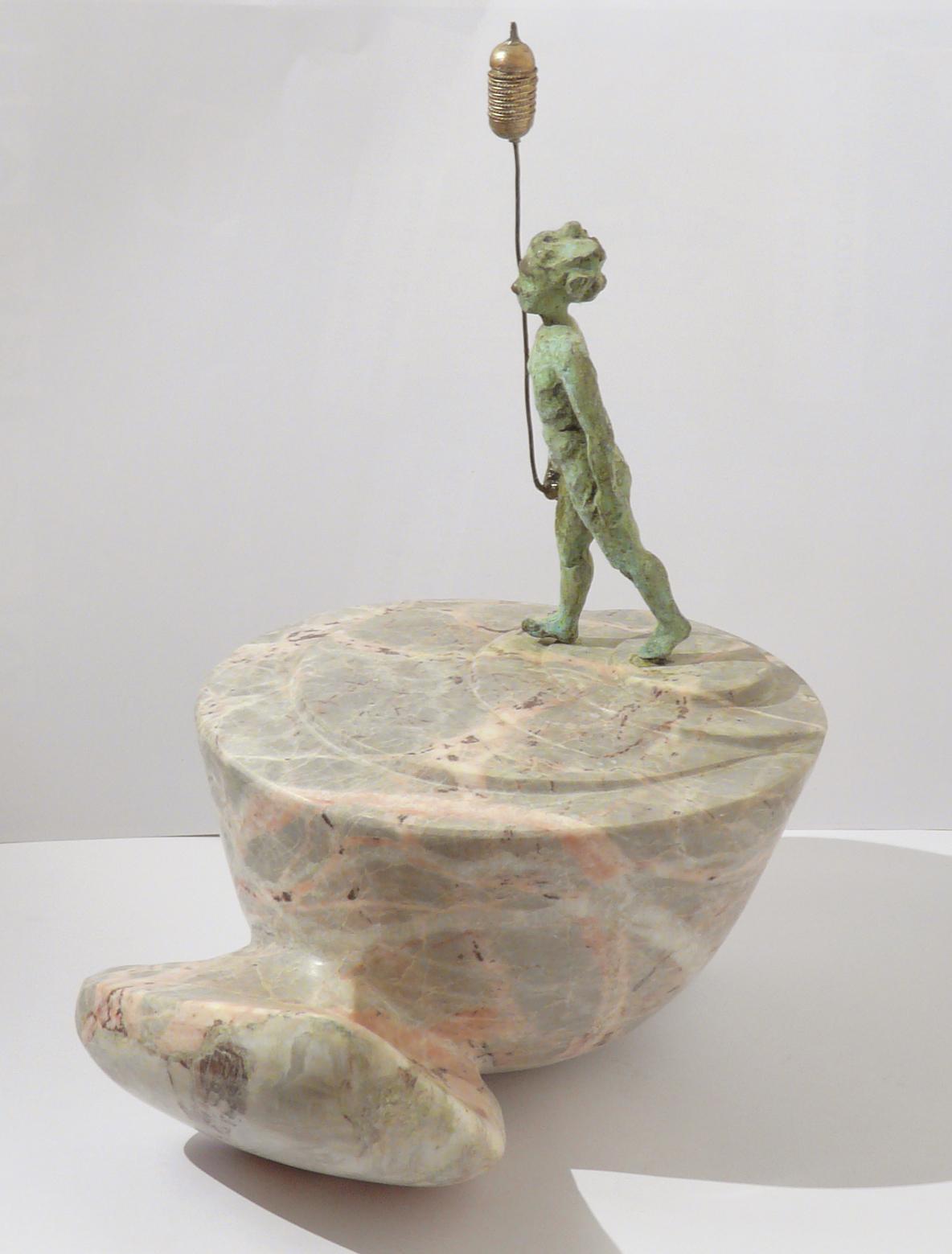 Les porteurs de rêves 2, culbuto, marbre de St Lary et bronze